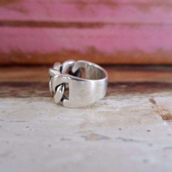 Brede zilveren ring met schakels