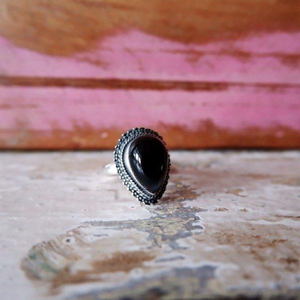 Zilveren ring met Onyx druppel